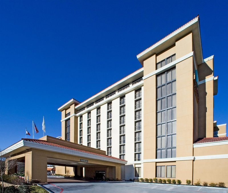 Holiday Inn Express Dallas: Ed Nelson-ERN Architects