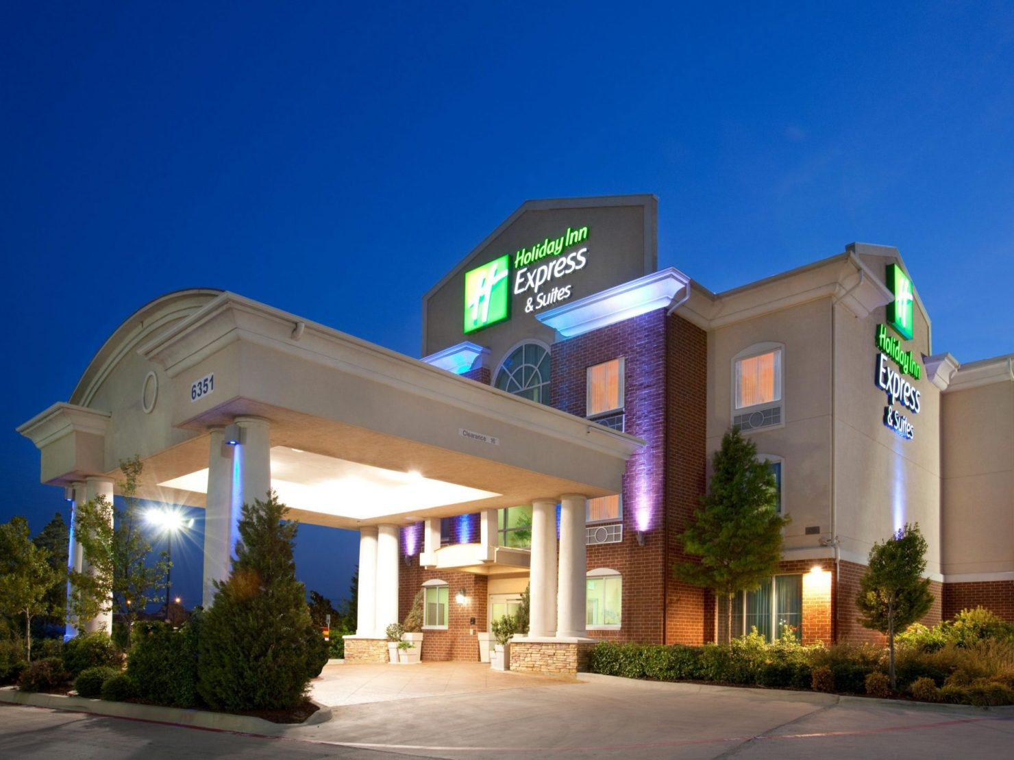 IHG-Holiday-Inn-Suites-fort-worth-western-center