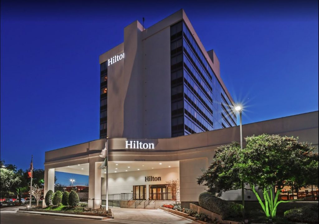 Hilton_waco_exterior_night