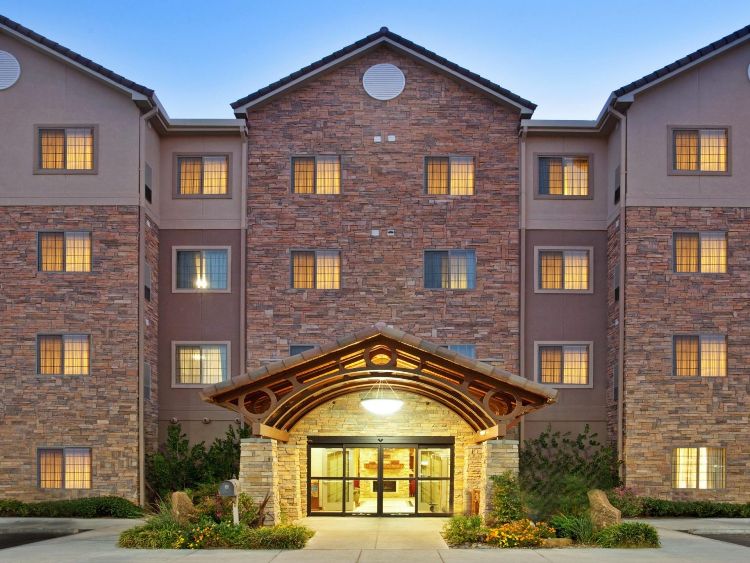 staybridge-suites-las-cruces-Front-Entry
