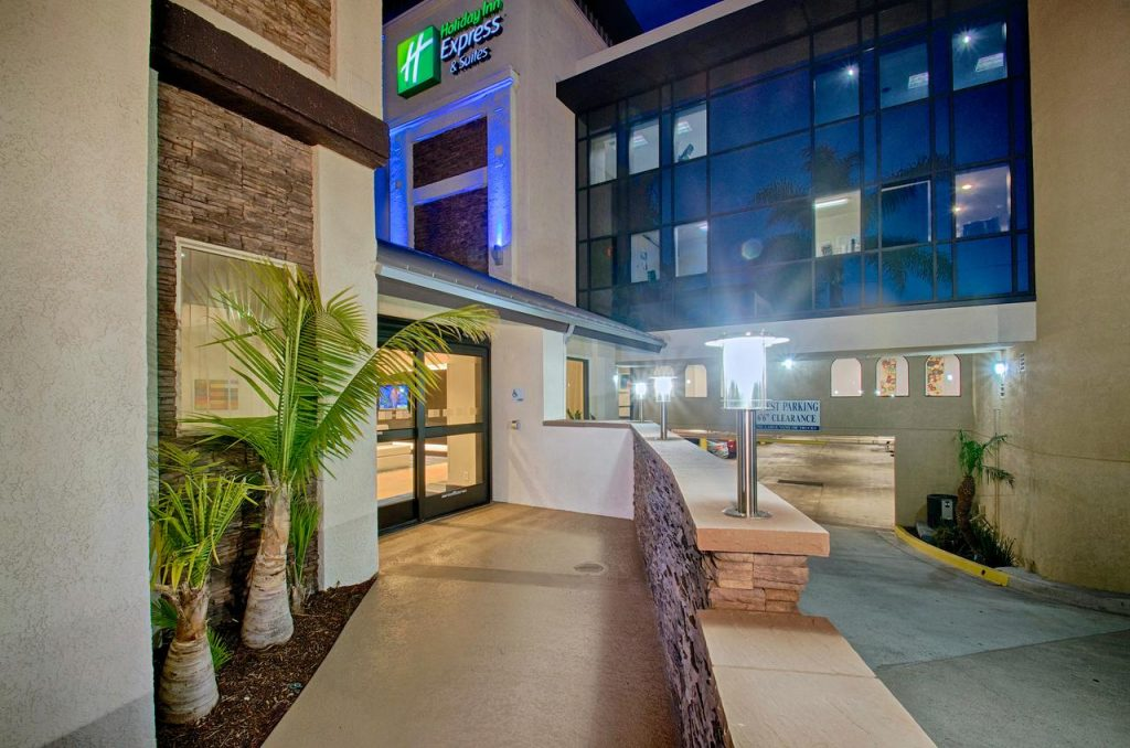 holiday-inn-express-and-suites-costa-mesa-ext4