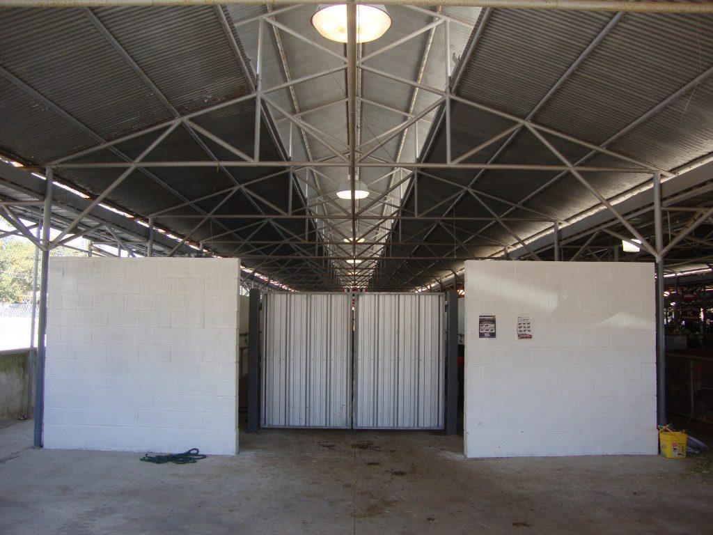 Texas_State_Fair_cattle-barn3