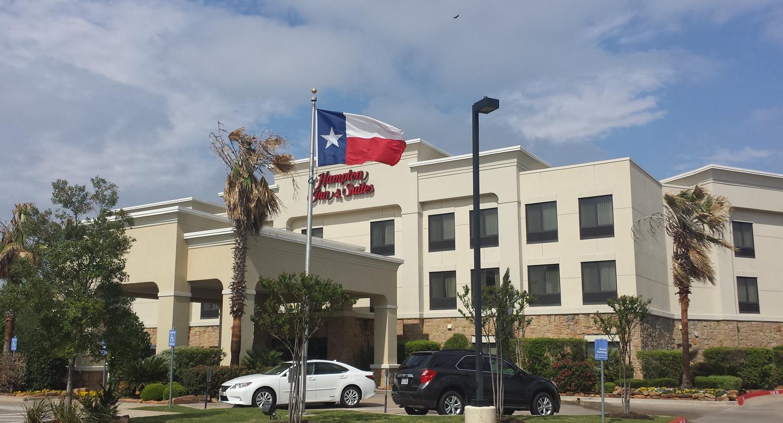 hampton-inn-suites-college-station-exterior